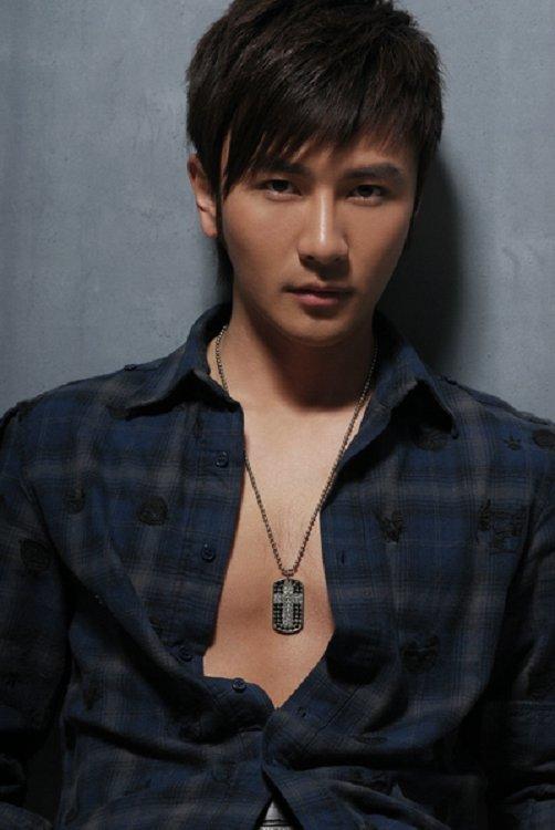 电视剧《青春烈火》中纳兰东的扮演者是刘恩佑.